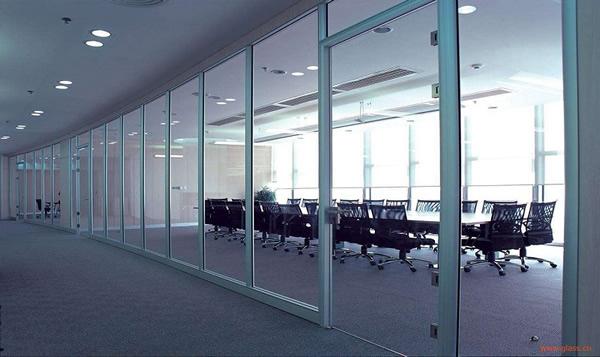 成都工装公司分享办公室常见三种隔断